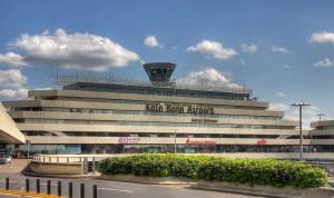 800px-Flughafen_Köln-Bonn_-_Terminal_1_Hauptgebäude_9054-56