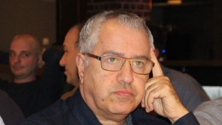 Behzad Zarnegar mit geflopptem Full House